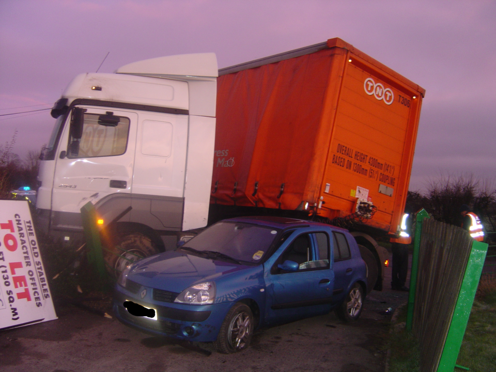 Jack-knife lorry with car